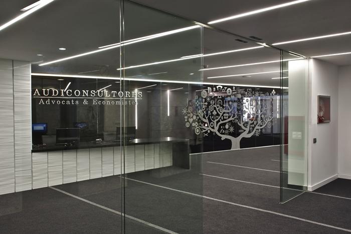 Iluminacion interior de oficinas innovadoras avanluce for Arquitectura de oficinas modernas