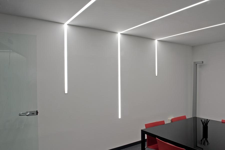 Iluminacion interior de oficinas innovadoras avanluce for Iluminacion de interiores led