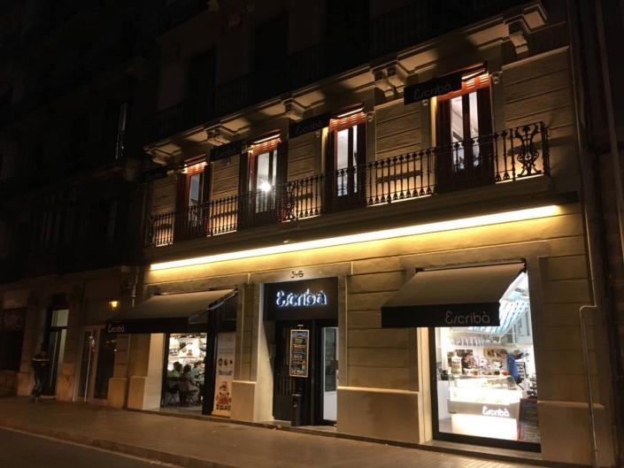 Iluminación de Tiendas - Fachada Pastelería Escribá